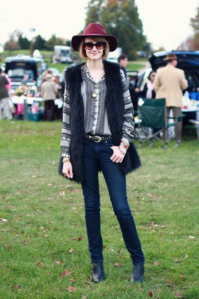 black faux fur romwe vest - black ankle boots H&M boots