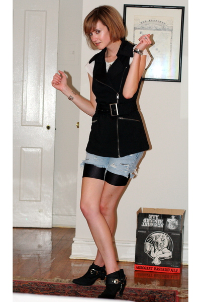 For vest - James Perse t-shirt - vintage shorts - vintage shorts - Zara boots -
