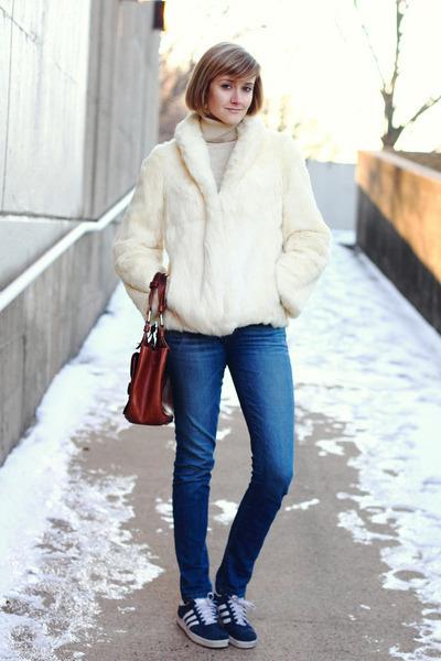 ivory fur vintage coat - blue skinny jeans Textile Elizabeth and James jeans