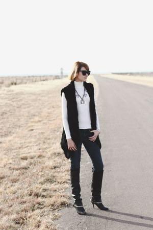ivory turtleneck Reformation top - black Dolce Vita boots