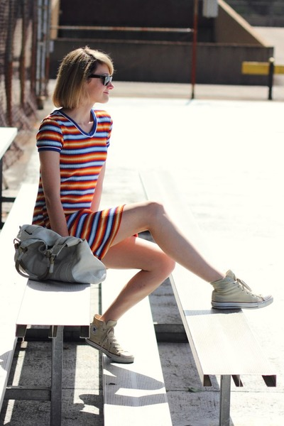 white oversized Theory bag - light orange striped thrifted dress