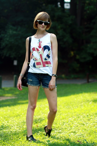 Topshop top - abercrombie and fitch shorts - vintage sunglasses - Sweet Life sho