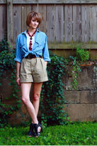 beige khaki vintage shorts - black platform Mango shoes
