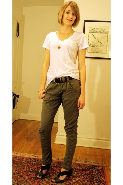 Target t-shirt - vintage necklace - Urban Outfitters belt - Mango pants - Pour L