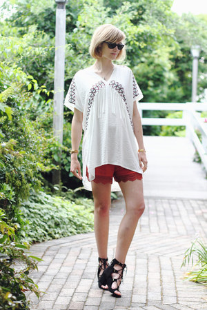 white bohemian Zara top - burnt orange lacey Mango shorts