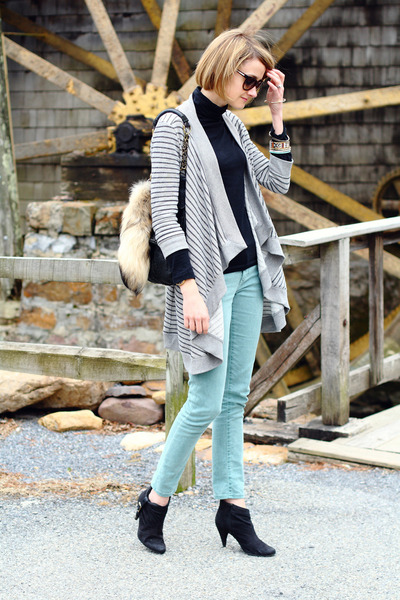 heather gray Joie sweater - black ankle boots Zara boots