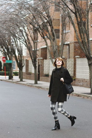 white plaid mother pants - black patent Mango boots