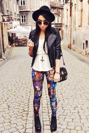 black wwwromwecom leggings
