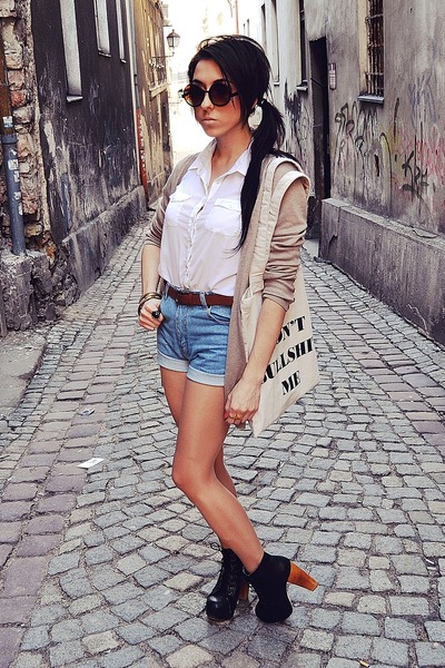 light blue vintage shorts - white Cubus shirt - beige wwwsouvebigcartelcom bag