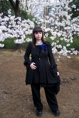 black sleeveless Moi-meme-Moitie vest - black asymetrical Moi-meme-Moitie skirt
