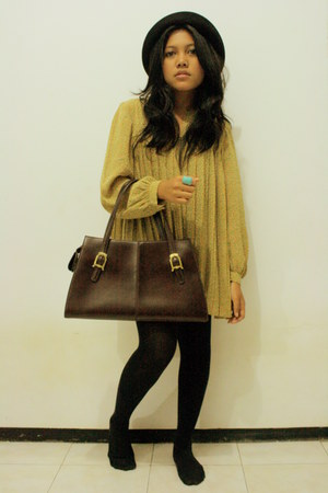 dark khaki pleated dress - black bowler hat - black tights