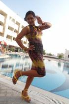 Globus dress - Metro sandals
