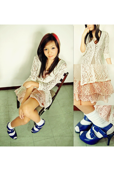 off white lace karimadon cardigan - peach dress - navy Mario de Boro heels
