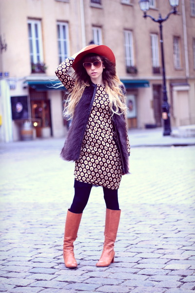 tawny minal boots - black Zara dress - tawny Urban Outfitters hat