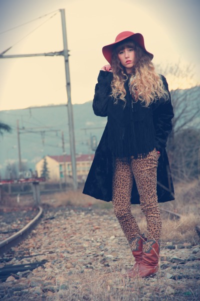 tawny vintage boots - black 3322 coat - tawny Urban Outfitters hat