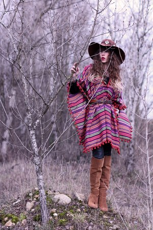 red Doll Poupée cape - tawny Zara boots - tawny American Apparel hat