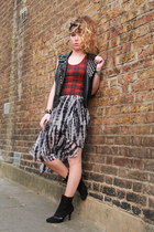 brick red Biscote top - black Rokit scarf - heather gray H&M skirt
