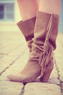 Brown-vintage-bag-light-brown-méliné-boots-ivory-molly-bracken-dress