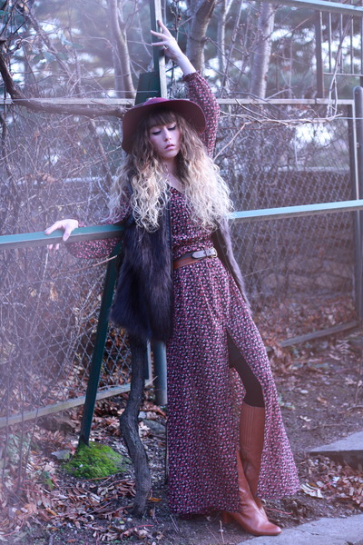 maroon Vila dress - tawny minal boots - maroon Zara hat - crimson Vila jacket