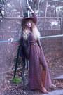 Tawny-minal-boots-maroon-vila-dress-maroon-zara-hat-crimson-vila-jacket