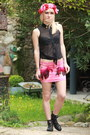 hot pink feathers Doll Poupée skirt - black vintage boots