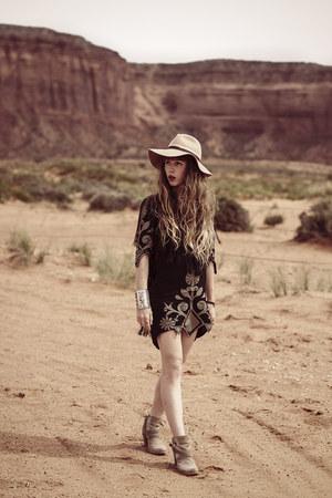beige mjus boots - black Spell Designs dress