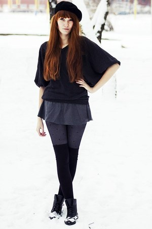 black barret hat - charcoal gray Sweater sweater - heather gray shorts shorts
