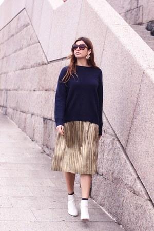 white Uterque boots - gold Zara skirt