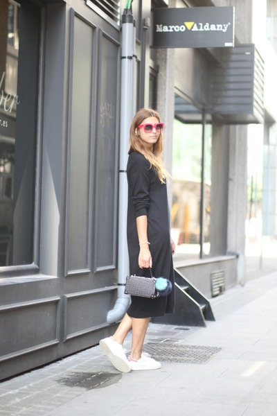 Black-other-stories-dress-black-zara-bag-hot-pink-celine-sunglasses