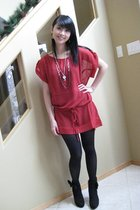 red top - black tights - black necklace - black shoes