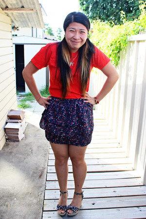 red cotton red American Apparel t-shirt - navy skirt - wedges