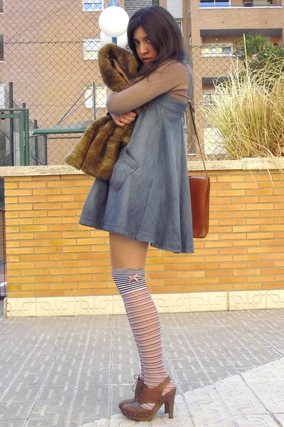 blue hm denim dress - tawny vintage leather bag - brown uterqe leather clogs