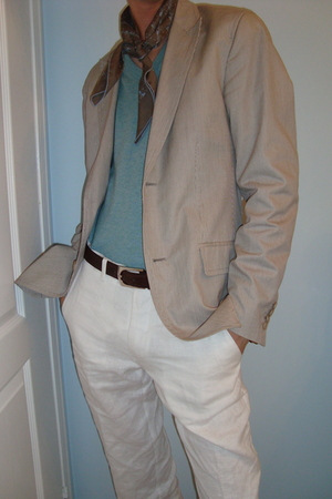 Ralph Lauren sweater - Hermes scarf - Club Monaco blazer - Zara jeans - Gucci be