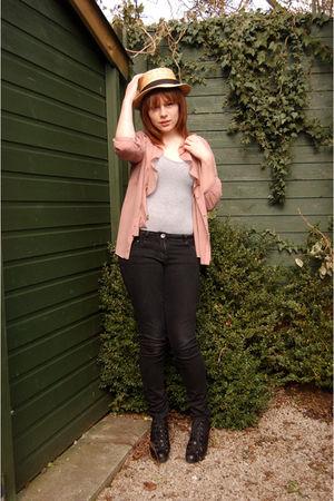 gray Topshop top - black Topshop boots - black Primark jeans