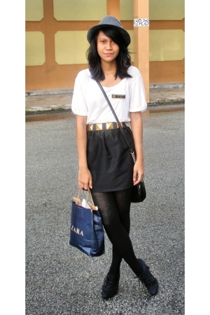 hat - t-shirt - skirt - boots