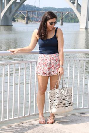 free people shorts - south moon under bag - Ray Ban sunglasses