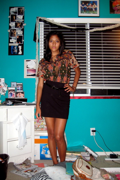 moms top - black H&M skirt - black Handmedown belt - thrifted necklace - belt