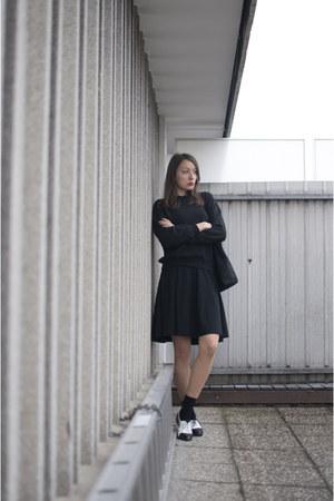 black no name shoes - white asos shoes - black asos sweater - black no name bag