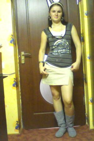 t-shirt - skirt - boots