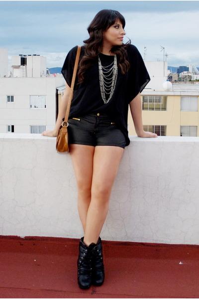 Bershka shorts - Bershka bag - Forever 21 blouse
