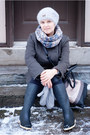 Black-second-hand-boots-dark-green-wool-zara-coat-gray-acril-zara-scarf