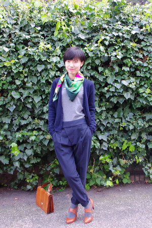 green united colors of benetton scarf - navy pleated Zara pants - heather gray u