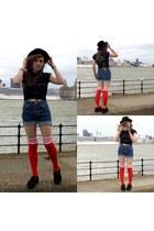 orange adidas socks - black hat - blue Levis shorts - black pink floyd t-shirt