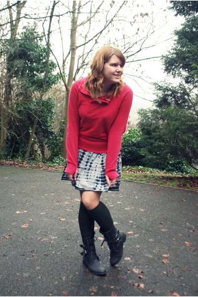 black Primark boots - black AWear dress - forest green H&M socks - red H&M hoodi