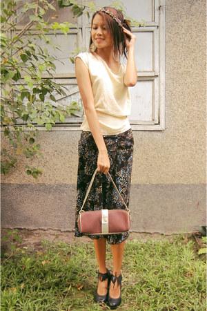 black printed Nine West skirt - brown handbag Victorias Secret bag