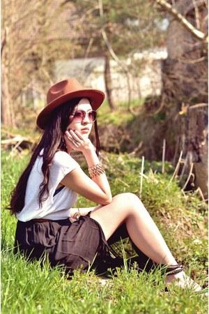 burnt orange cowboy style H&M hat - white tee H&M shirt - black H&M skirt