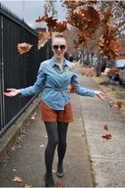 burnt orange Urban Outfitters shorts - light blue madewell blouse - nude Forever