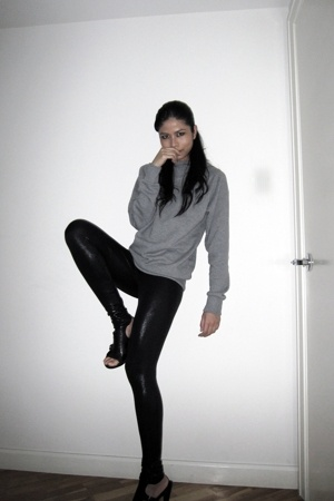 H&M sweater - American Apparel leggings - Nine West shoes