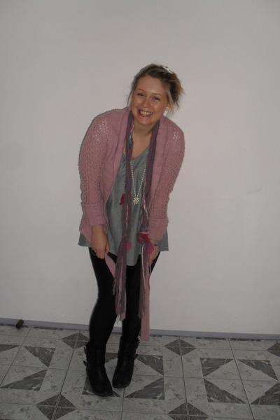 pink portmans cardigan - silver Label - less t-shirt - black Sportsgirl leggings