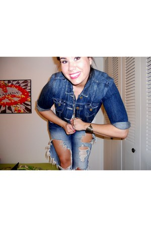 denim American Eagle jacket - jeans - gold layered necklace